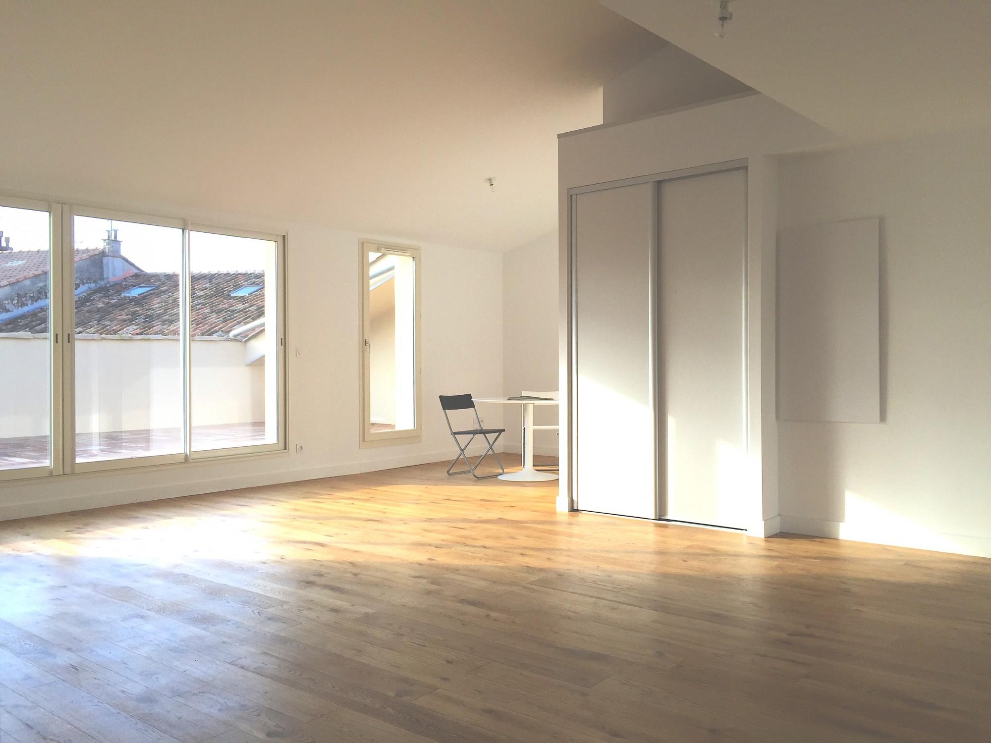 reventes appartement hyeres 83400 centre ville dernier tage en duplex immobilier neuf hy res. Black Bedroom Furniture Sets. Home Design Ideas