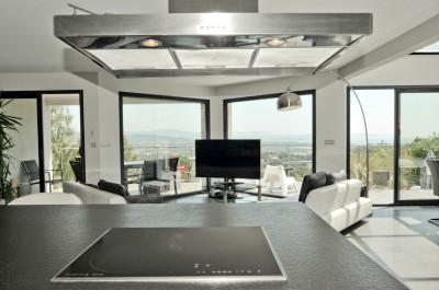 villa t6 pieces hyeres villa contemporaine vue panoramique mer et ville ingeprim. Black Bedroom Furniture Sets. Home Design Ideas